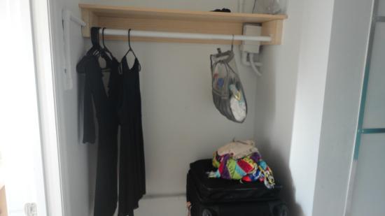 James Hotel: armário
