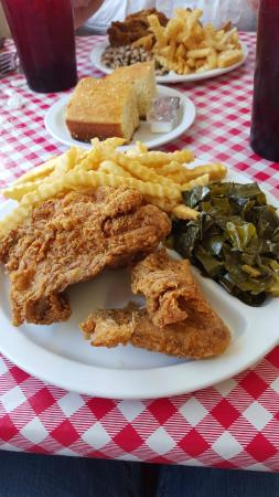 Dixie Fried Chicken & Seafood: Classic Fried Chicken Dinner w/ Collard Greens, Cornbread