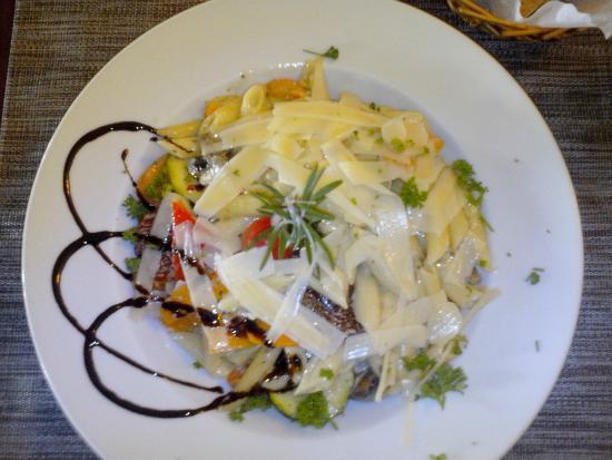 Fohren, Jerman: Veg Pastateller mit Parmesan