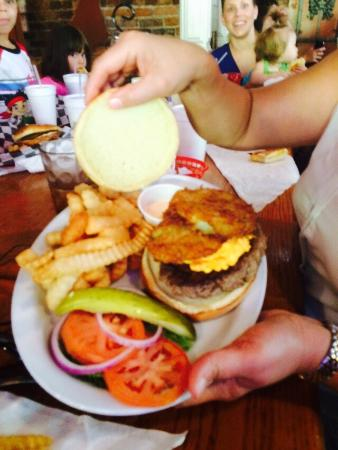 Cotton Patch Jazz & Blues Cafe: Fried Green Tomato Burger - wow!