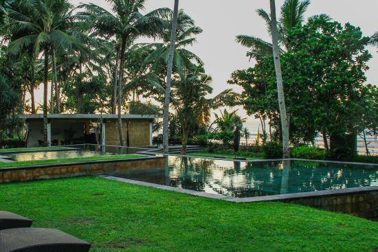 Kelapa Retreat Bali: Pool and restaurant