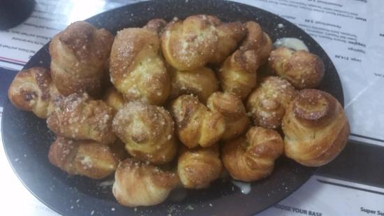 Capone's Pizza: Garlic Knots