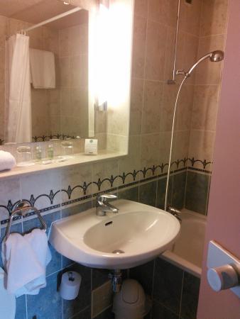 Comfort Hotel Cachan: ванная