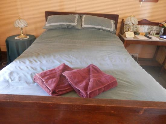 Nuttbush Retreat: Bedroom