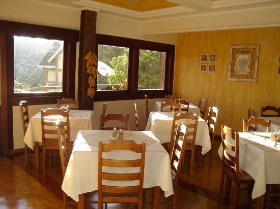 Pousada Santha Serra: Área do café da manhã.