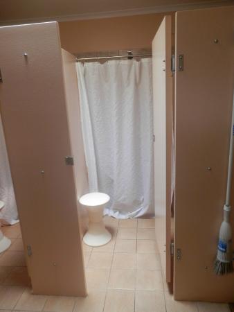 Nuttbush Retreat: Communal showers