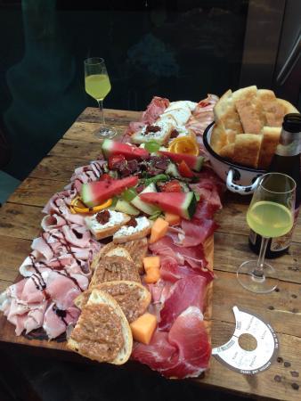 Prosciutteria Cantina Dei Papi Trevi: Mixed platter...irresistible!