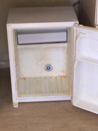 Cesme Inn Garden Resort : sararmış mini buzdolabı