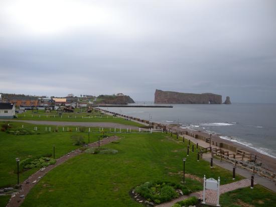 Hotel La Normandie : Balcony view of Perce Rock (sans fog)