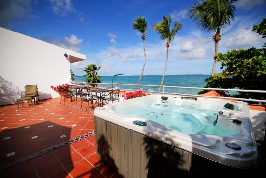 Tres Palmas Inn: Hot Tub