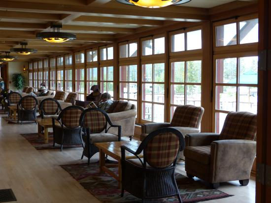 Old Faithful Snow Lodge and Cabins: Snow Lodge and Cabins - main building