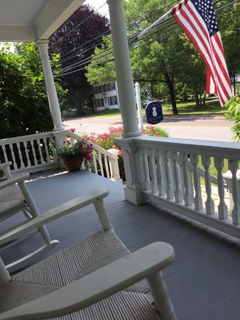 The Riverwind Inn: Front porch to rest