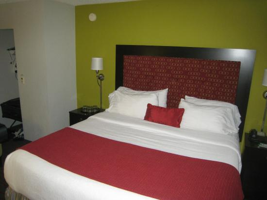 Holiday Inn Aladdin: Bed