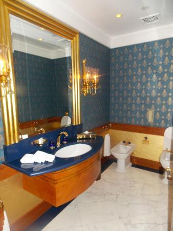 Deluxe One Bedroom Suite Guest Bathroom Picture Of