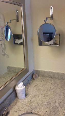 Econo Lodge Zanesville : Mirrors