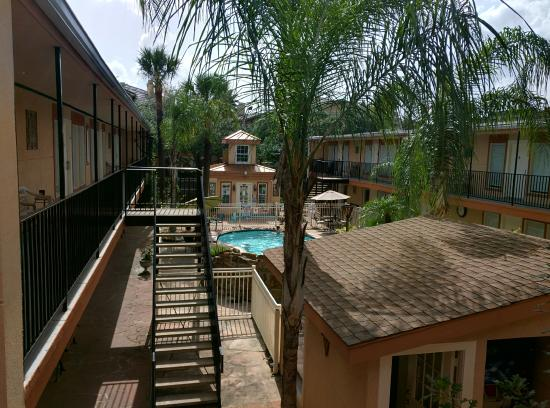 Galleria Garden Hotel/Apartments: Family Friendly pool area.
