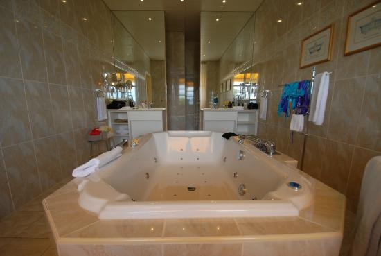 Sdb Avec Jacuzzi  Photo De BeauRivage Palace Lausanne  Tripadvisor