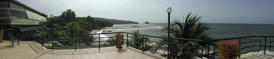 Playa del Este Resort : Panoramic shot of the ocean from the terrace
