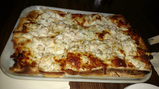 Ledo Restaurant : More seafood pizza