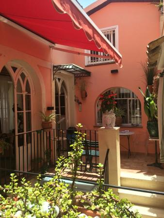 La Corte Degli Angeli : The B&B courtyard, view from our room. Just lovely,