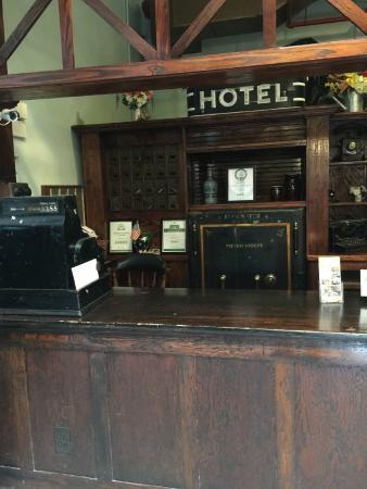Edgewater Hotel: Actual Front Desk