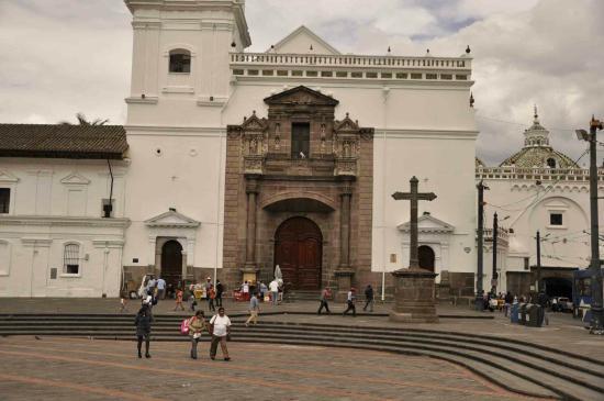 Santo Domingo Plaza (Plaza de Santa Domingo): Кито