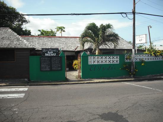 El Fredo's: Roadside Entrance