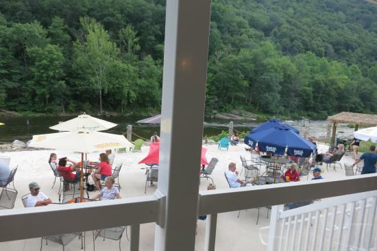 Montoursville, Pensilvanya: View from the outdoor upper deck seating area.