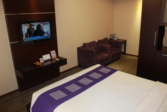 Whit Cable Tv Picture Of Metro Hotel Cikarang Tripadvisor