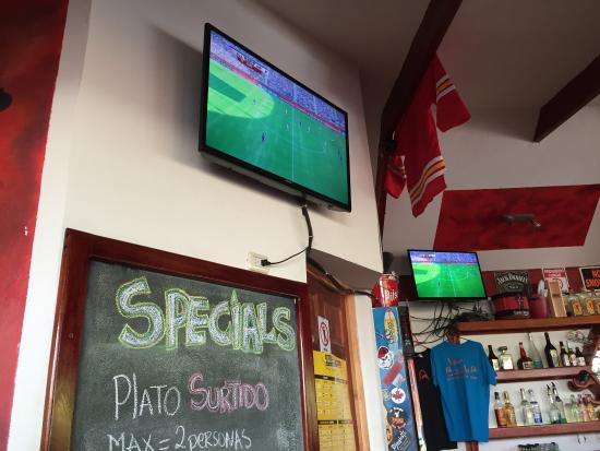 Bar Arriba: Watched the women's World Cup final here - awesome sports bar!