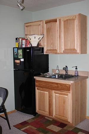 Bay Avenue Bed and Breakfast: community area (kitchenette) upstairs