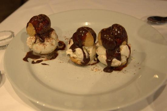 Le Petit Bistro : Profiteroles -big enough to share