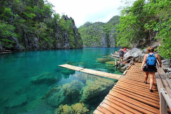 Balinsasayaw Resort: Kayangan Lake is very close to the Resort