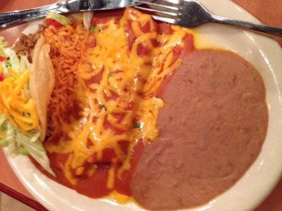 Lisa's Mexican Restaurant: Lisa special plate with the puff taco