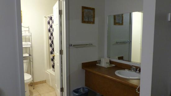 Motel West Bend: bathroom
