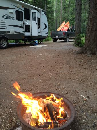 Sparwood, Kanada: Awh camping, the comfort of a fire.