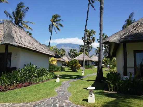 Kubu Indah Dive & Spa Resort: Mount Agung as the background