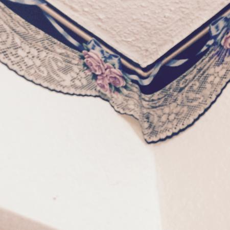 4 A's Inn: I'm not sure the outdated wallpaper trim was securely attached to the wall anywhere I looked.