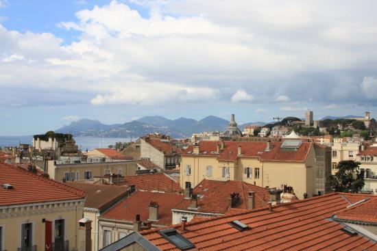 Hotel L'Esterel: вид на город с террасы отеля