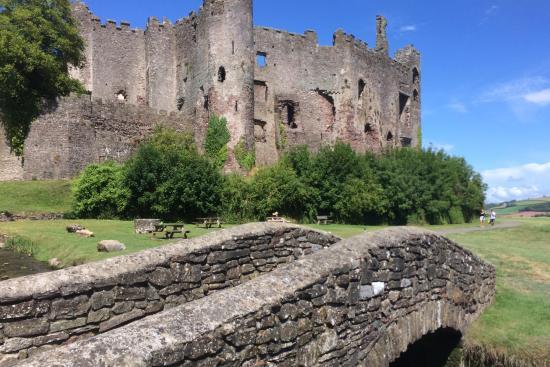 Laugharne Castle : Lovely Laugharne