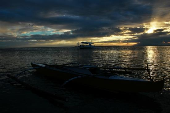 Cordova, Filipinas: Sunset at Gilutungan Island