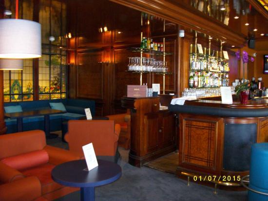 bar lounge picture of mercure lyon centre chateau perrache lyon tripadvisor. Black Bedroom Furniture Sets. Home Design Ideas