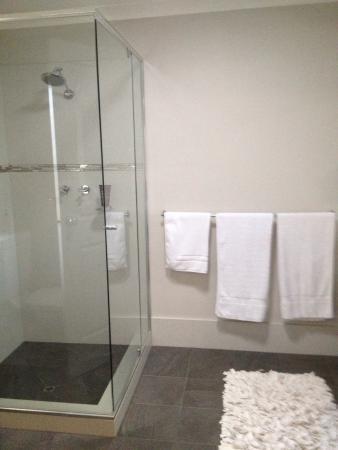 Vintages Accommodation: Beautiful new bathroom