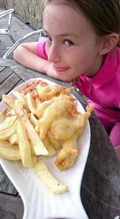 Bolton, UK: Childs portion of Fish and Chips!
