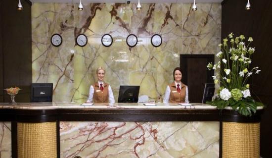 Khreschatyk Hotel : ресепшн