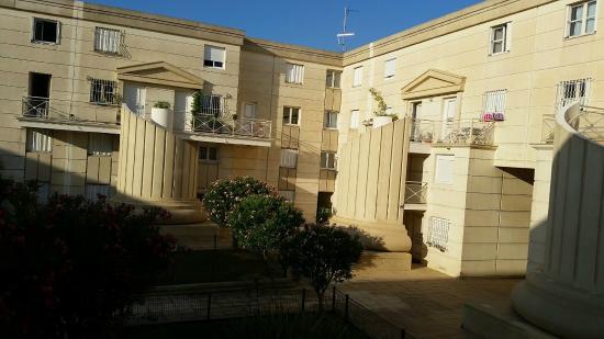 Kyriad Montpellier Centre - Antigone : Blick aus Hotelzimmer