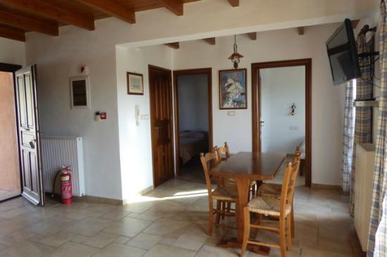 Villa # 2A - bovenste huis - woonkamer - Foto van Sitia Villas ...