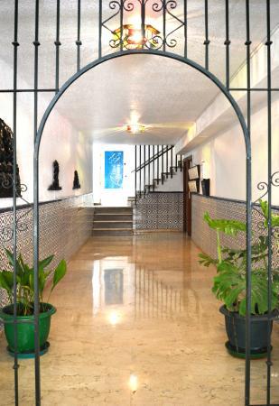 Hostal Altamar: entrada hostal