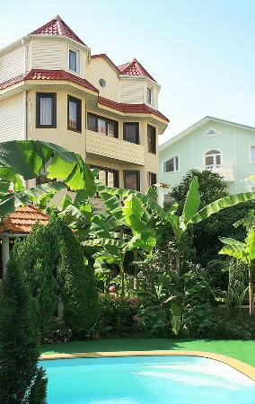 Bananovy Rai Hotel