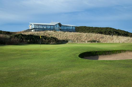 Ellon, UK: 9th Green & Clubhouse